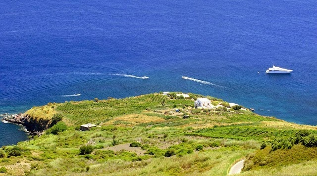 Punta Aria Malvasia delle Lipari e Agriturismo