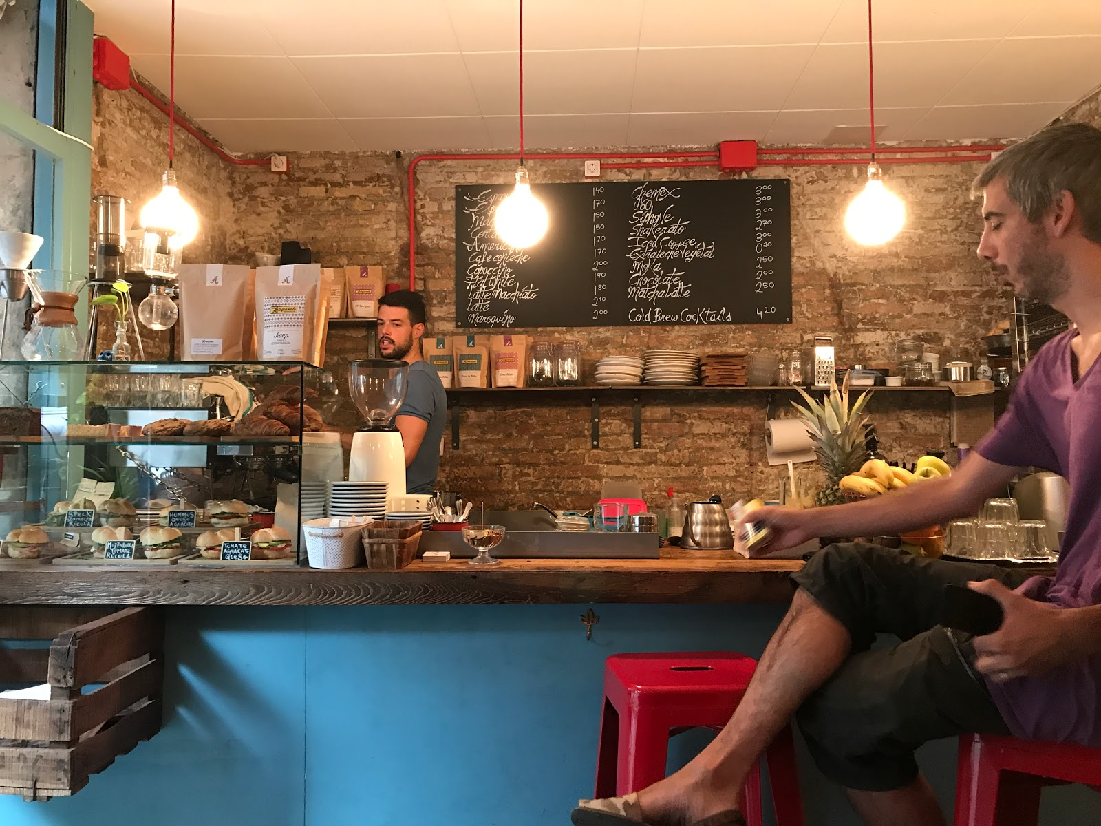 Roast Club Cafe: A Work-Friendly Place in Barcelona