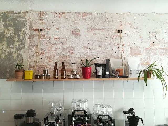 Eclectique / Coffee Shop + Cave à bières