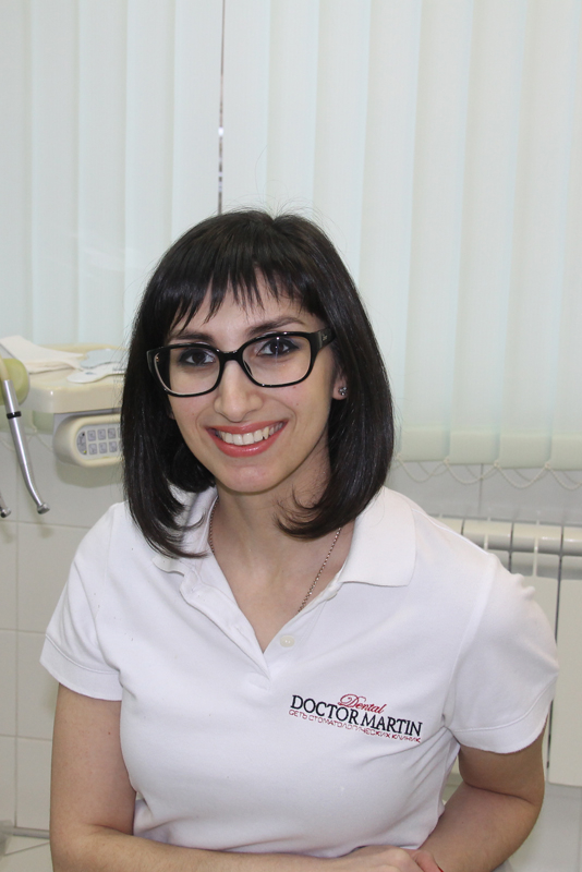 Знакомый доктор стоматологической клиники директор