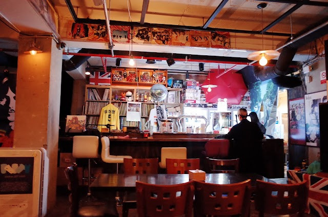 The Beatles English Pub 곤강