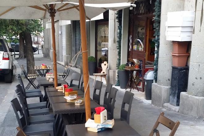 Matthew's bar via castellini roma, Rome, Italy