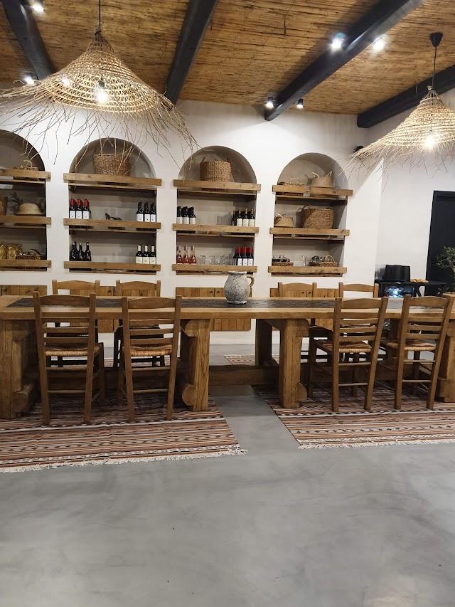 Misteli Santorini Restaurant and Rooms