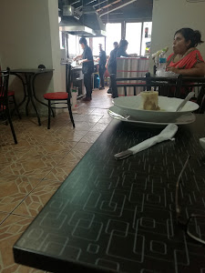 LA ROMA cafe-sanguches-jugos 0