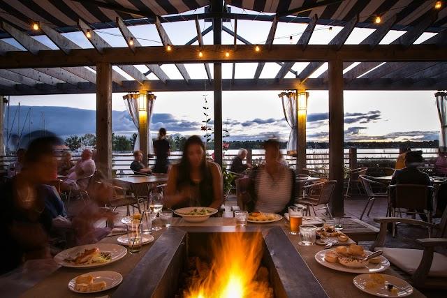 PORT bar - dining room - patio