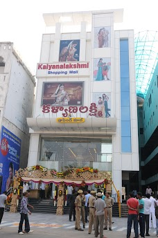 Kalyana lakshmi Shopping Mall warangal