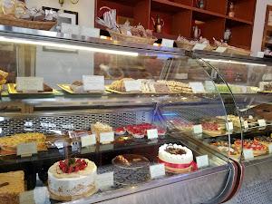 La Mora Patisserie & Café 0