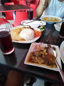 Cristian Burger Cafe & Bistro 7