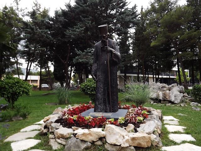 Spomenik PATRIJAH SRPSKI PAVLE