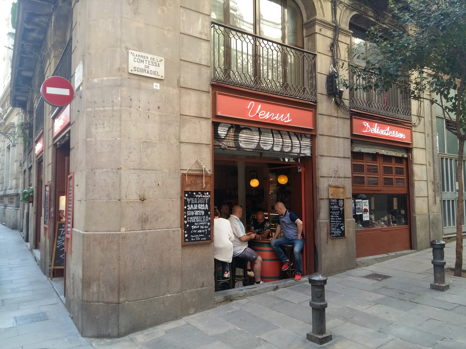 Venus Delicatessen Barcelona: A Work-Friendly Place in Barcelona