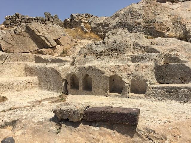 Αρχαία Θήρα Είσοδος και Πάρκινγκ Ancient Thera Entrance and Parking