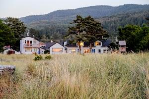 Ocean Rogue Inn by Vacasa