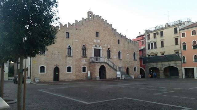 Palazzo dei Cento (O Palazzo Municipale)