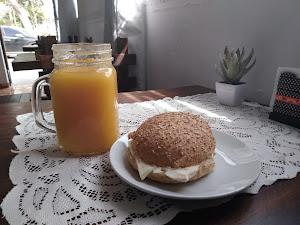 Café De Valois 0