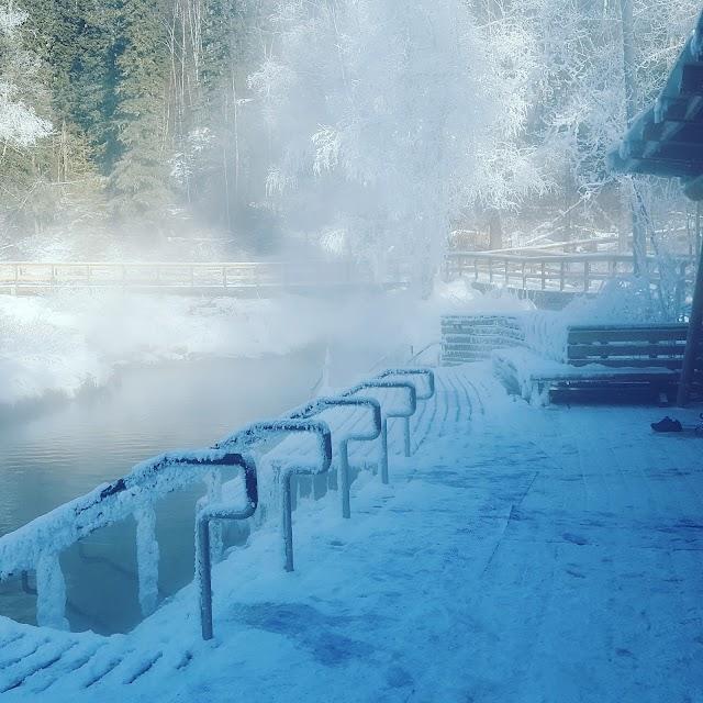 Liard River Hotsprings Access Rd