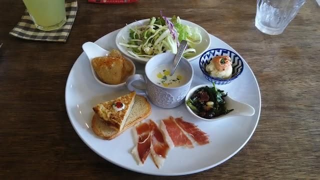 スペイン料理とお酒とカフェのお店 cafe NEUTRAL