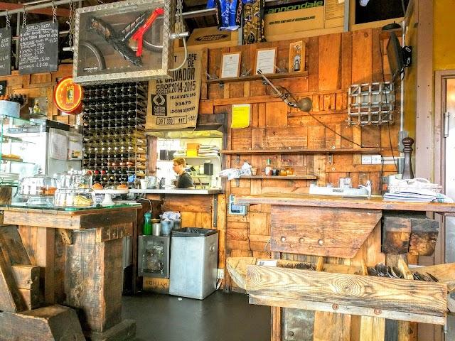 Mud Dock Cafe