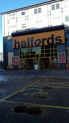 Halfords - Maidenhead Store