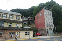 Jerry's Classic Cars and Collectibles Museum, Pottsville, United States