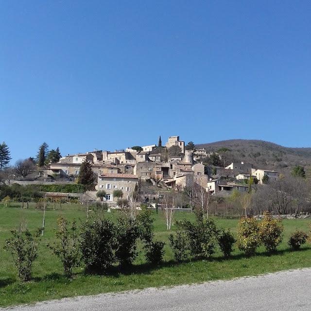 Chateau et Village Medieval du Poet-Laval