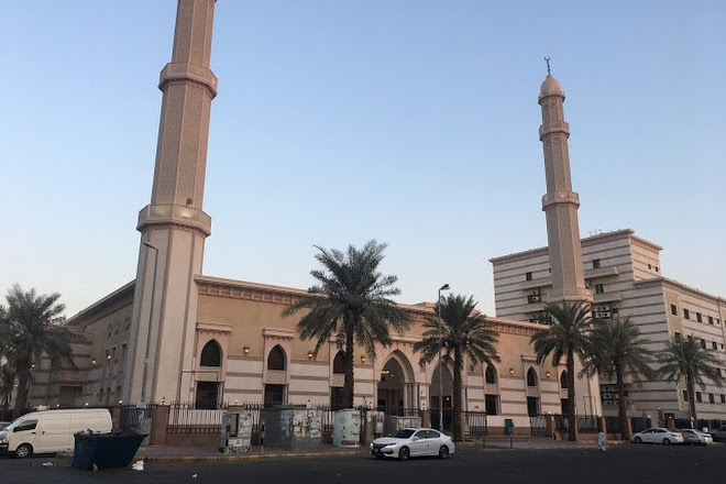 Learn more about the culture of Jeddah in Khadija Baghlaf Mosque. Source: Inspirock