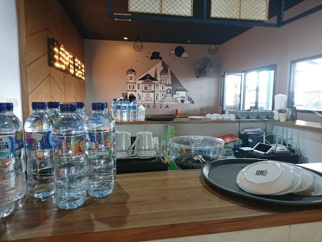 Lempuyangan Loko Cafe