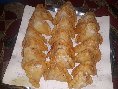 کلبهء هوسانه اقسام غذاهای لذیذ از قبیل منتو آی خانم بولانی آشک سمبوسه توسط بانوان خوش سلیقه مزاری