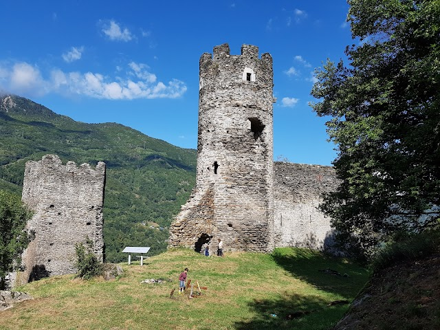 Ruine Du Château De Chantemerle