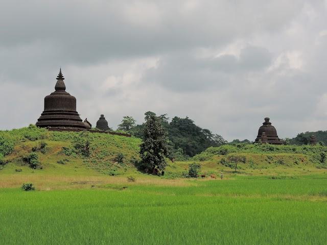 Myatazaung Pagoda (West)