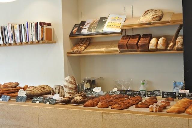 The ROOTS neighborhood bakery (ザ・ルーツ・ネイバーフッド・ベーカリー)