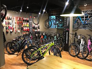 SPECIALIZED KENNEDY - GREEN BIKE premium lima bike tours and rentals 4