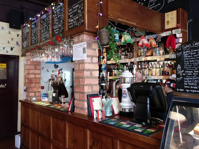 Cherry Red's Cafe Bar
