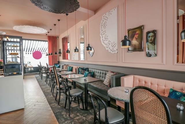 Sylvie'S Café