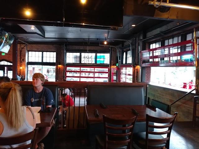 Bird's Bar and Pizza