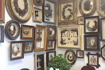 Leila's Hair Museum, Independence, United States