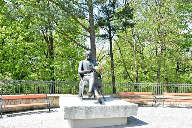 Pomnik Zygmunta Krasińskiego w Opiniogórze