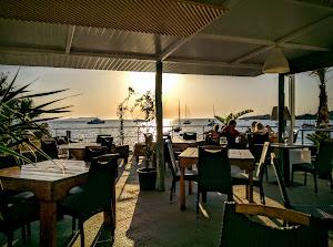 Aperture Ibiza. Terraza de cocktails y restaurante