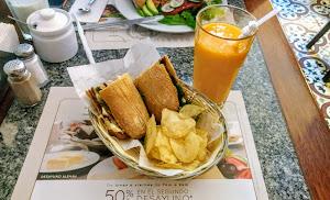 La Mora Patisserie & Café 7