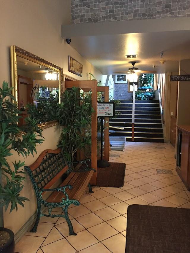River Restaurant & Lounge