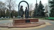 Памятник основателям г. Кобрина князю Владимиру Васильковичу и княгине Ольге Романовне на фото Кобрина