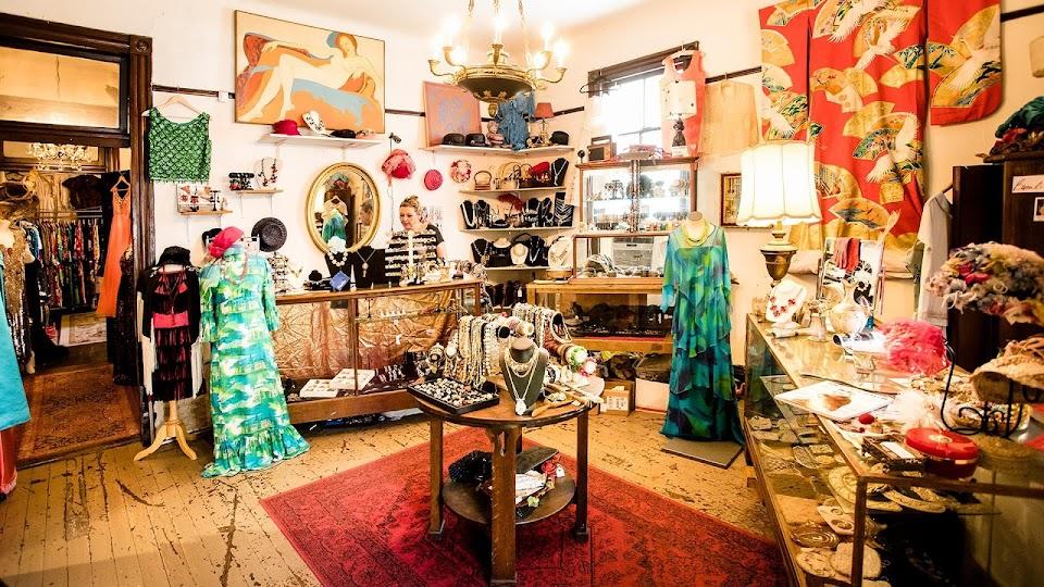 Bambi DeVille Vintage Clothing & Bakelitelady