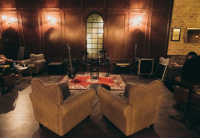 The 1920's Lounge