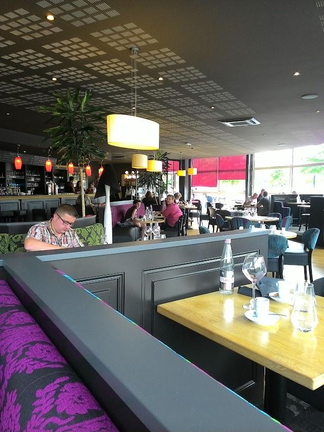 Cote Lac Restaurant