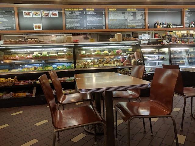 810 Deli & Cafe