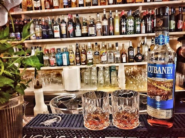 Bar Martini Lounge Restaurant Beach Club