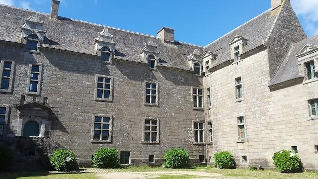 Chateau de Kergroadez