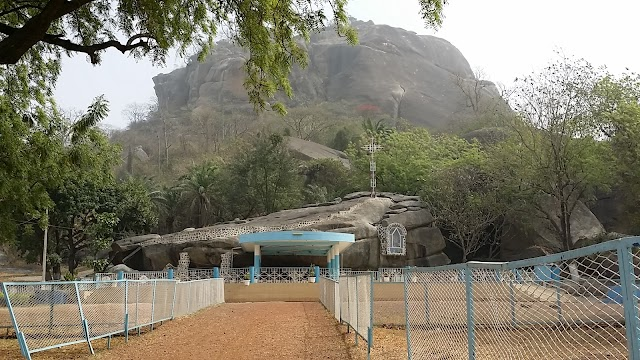Grotte Notre-Dame d'Arigbo
