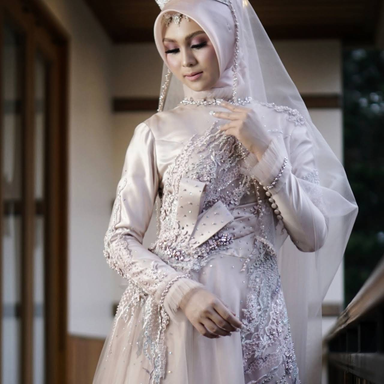 Sewa Gaun Pengantin Zoela - Make-Up Artist
