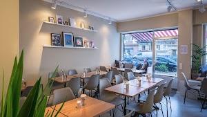 LAVINS Cafe