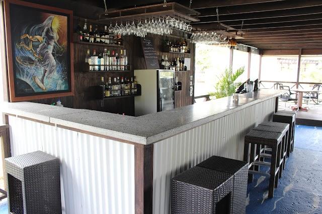Runway 10 Café